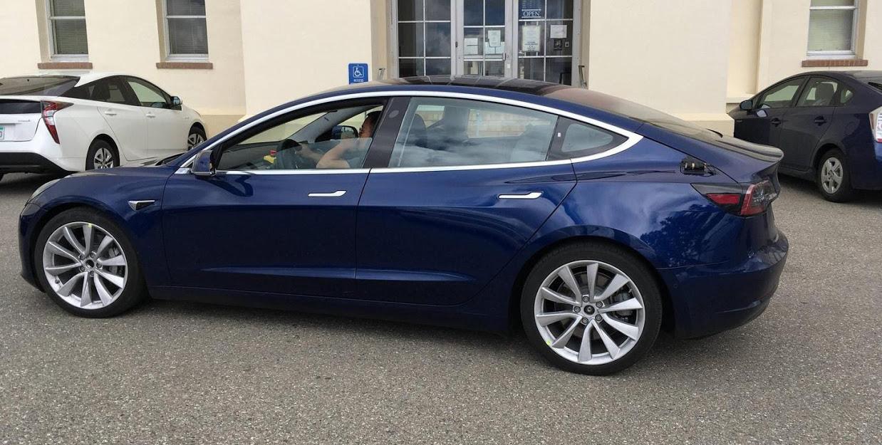 Цвет Deep Blue Metallic Tesla Model 3