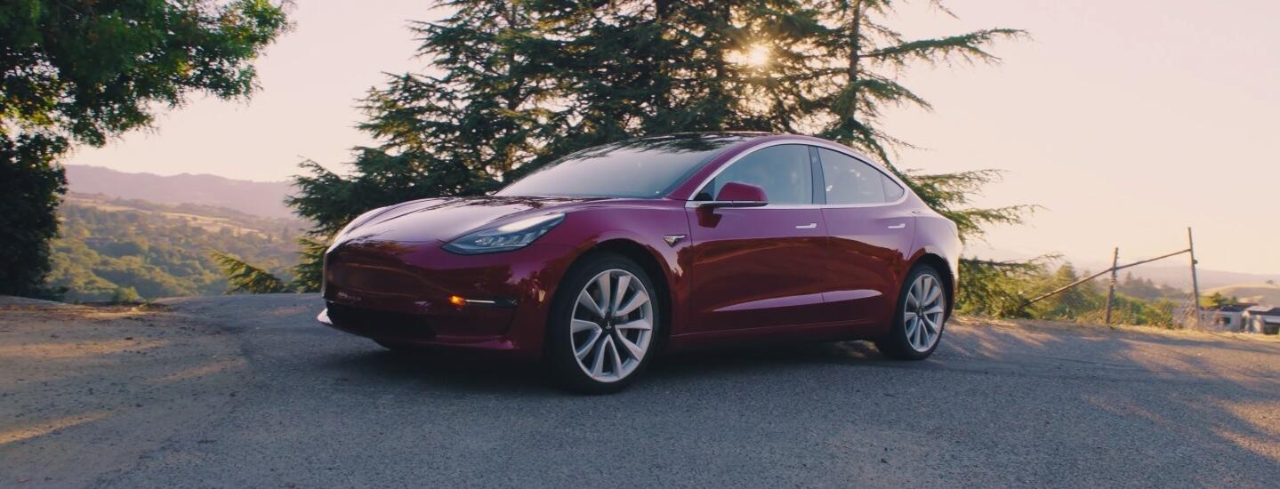 Цвет Red Multi-Coat Tesla Model 3