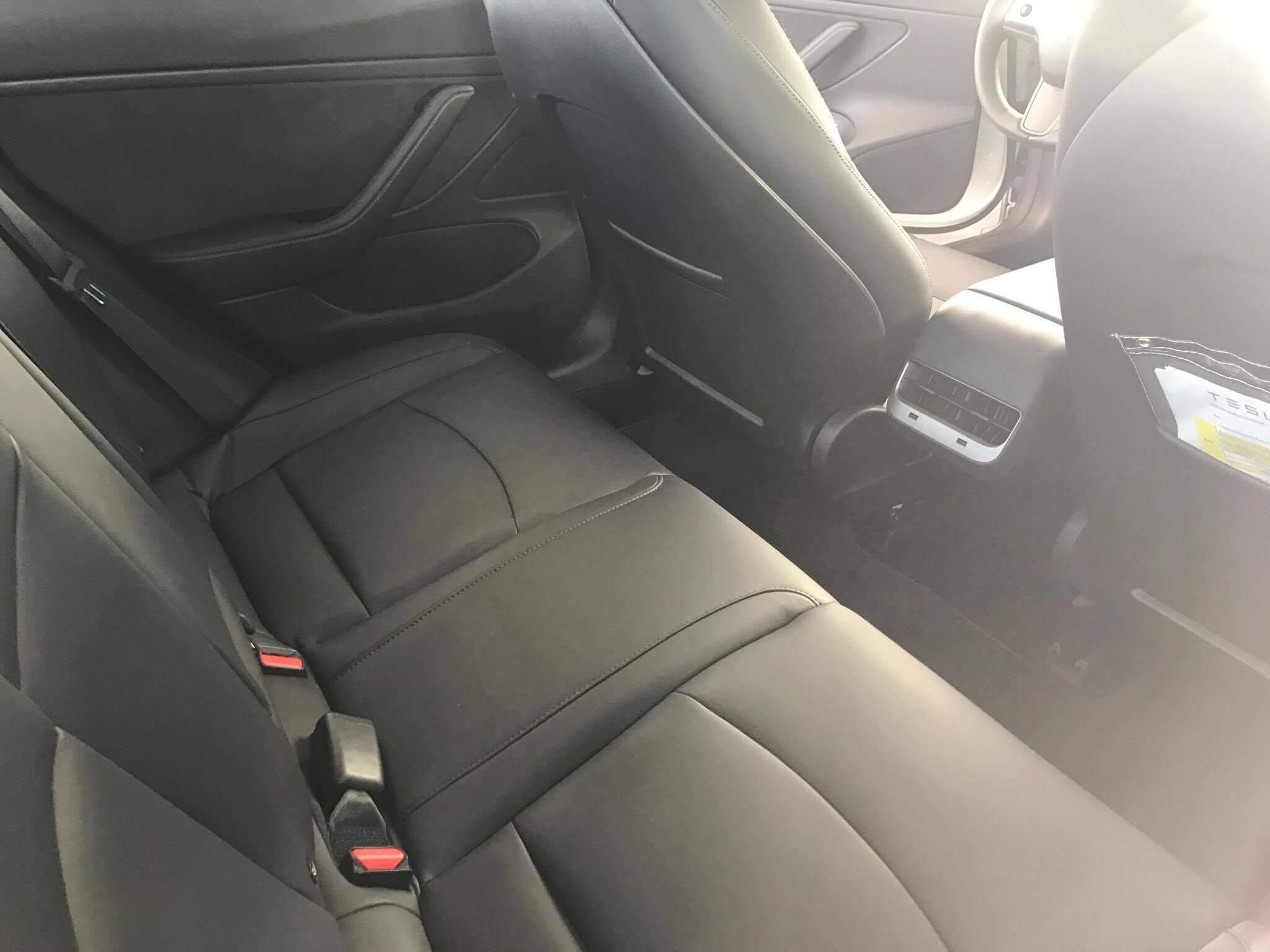 Задний ряд сидений Tesla Moldel 3