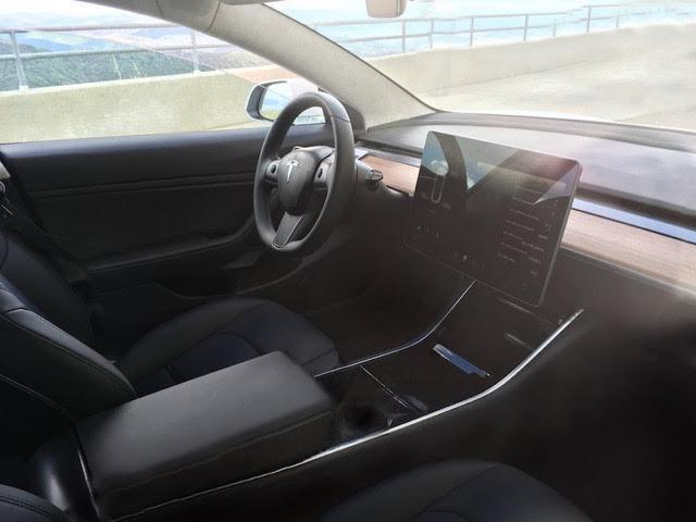 Дизайн салона Tesla Model 3