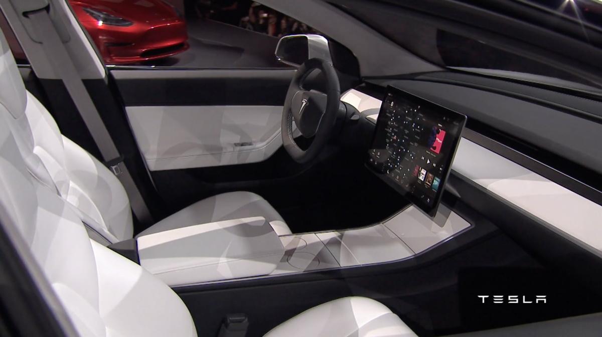 Салон Tesla Model 3