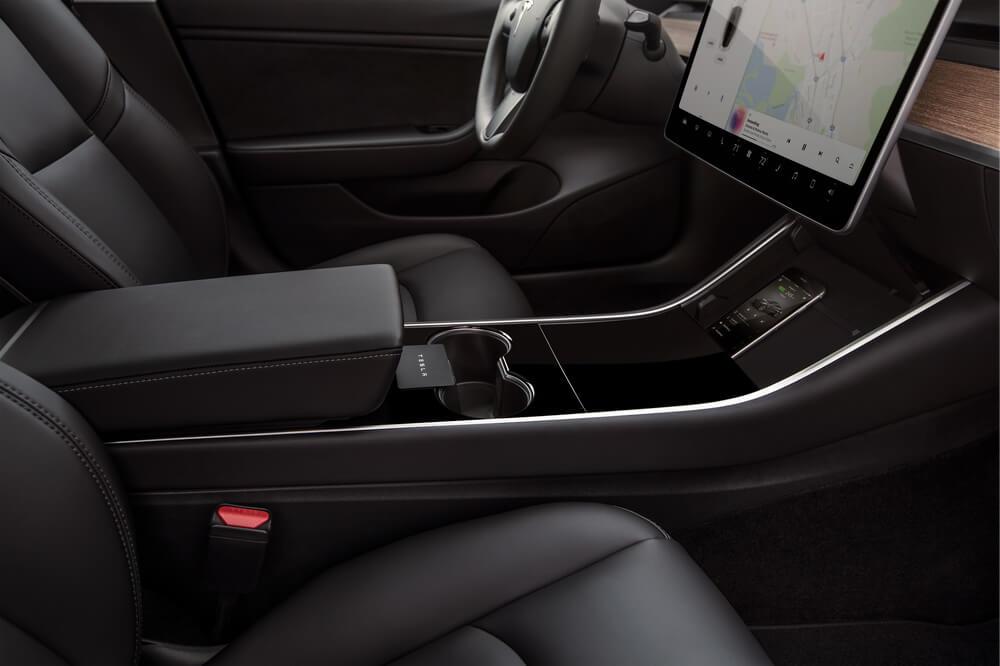 Эргономика салона для поклажи мелких вещей в Tesla Model 3