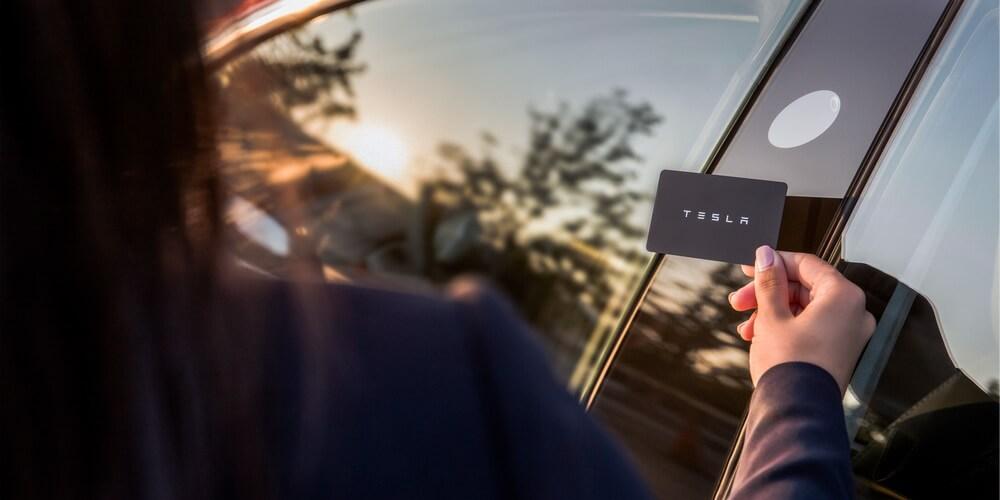 Ключ-карта с чипом NFC для разблокировки Tesla Model 3