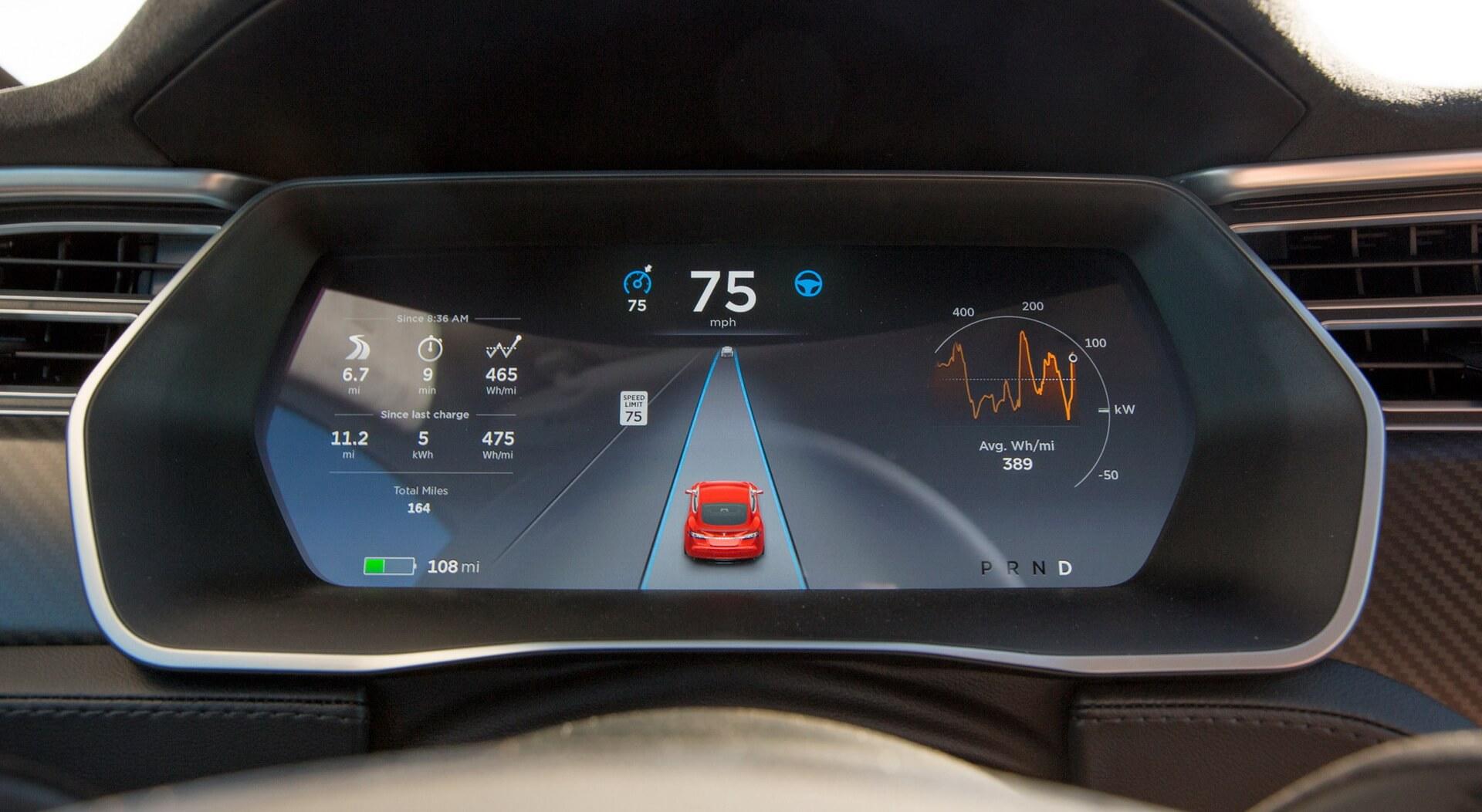 Приборная панель и пользовательский интерфейс автопилота Tesla Model S
