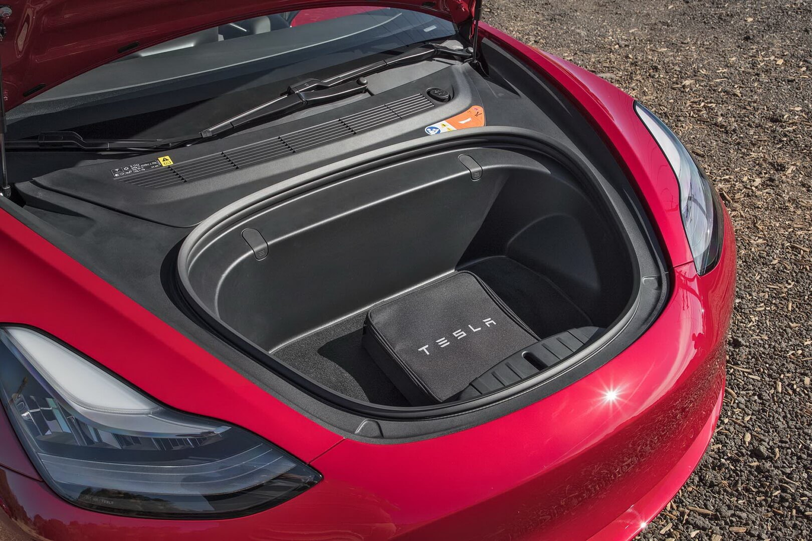 Передний багажник в Tesla Model 3