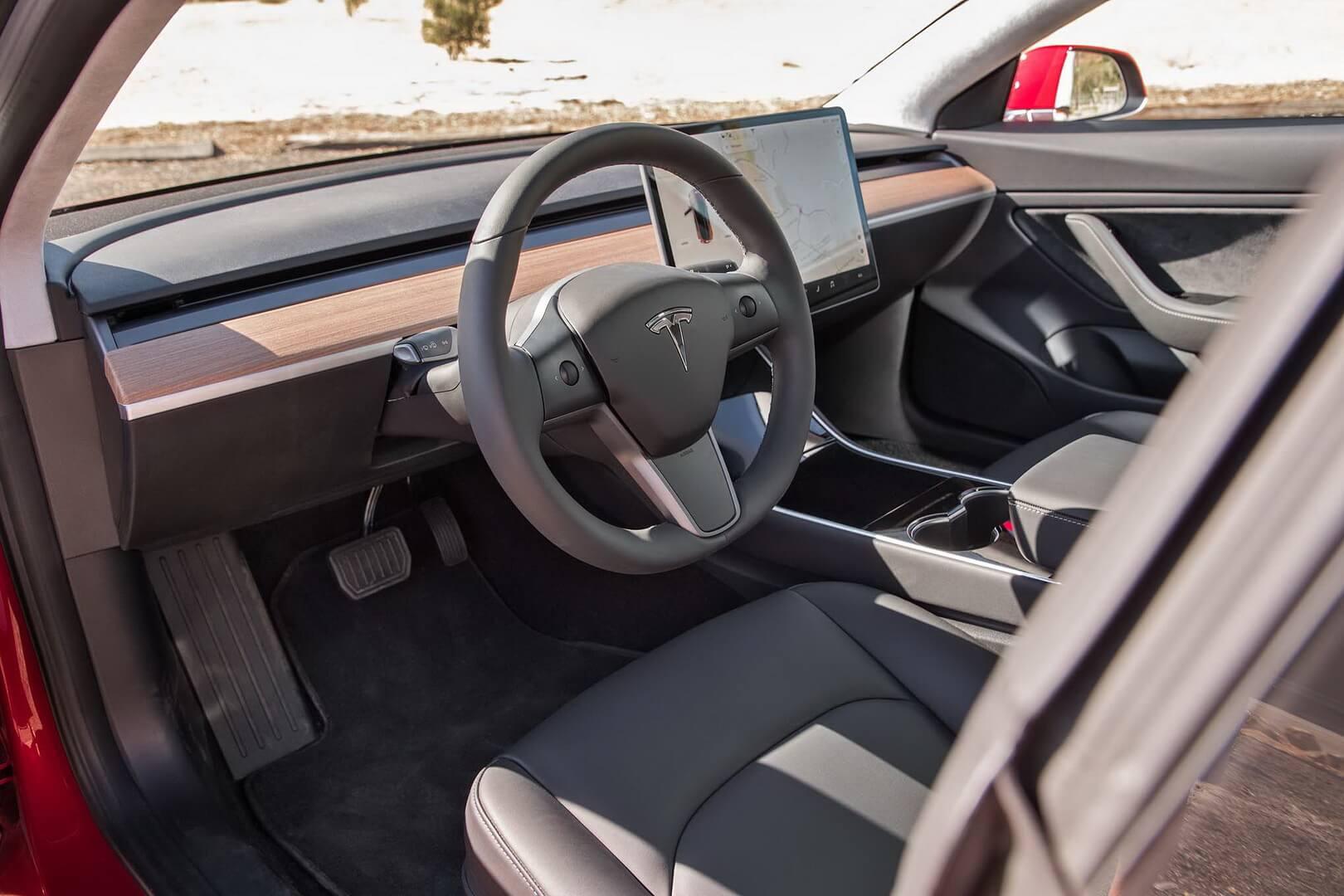 Интерьер Tesla Model 3