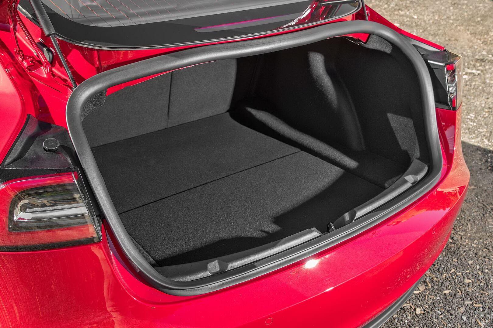Задний багажник в Tesla Model 3