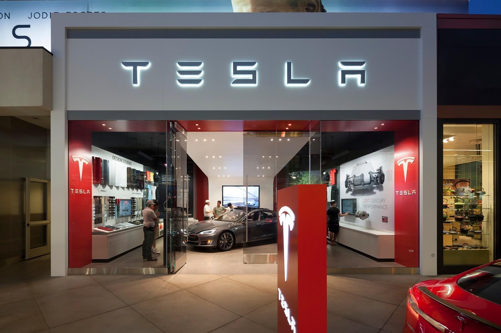 Автосалон Tesla
