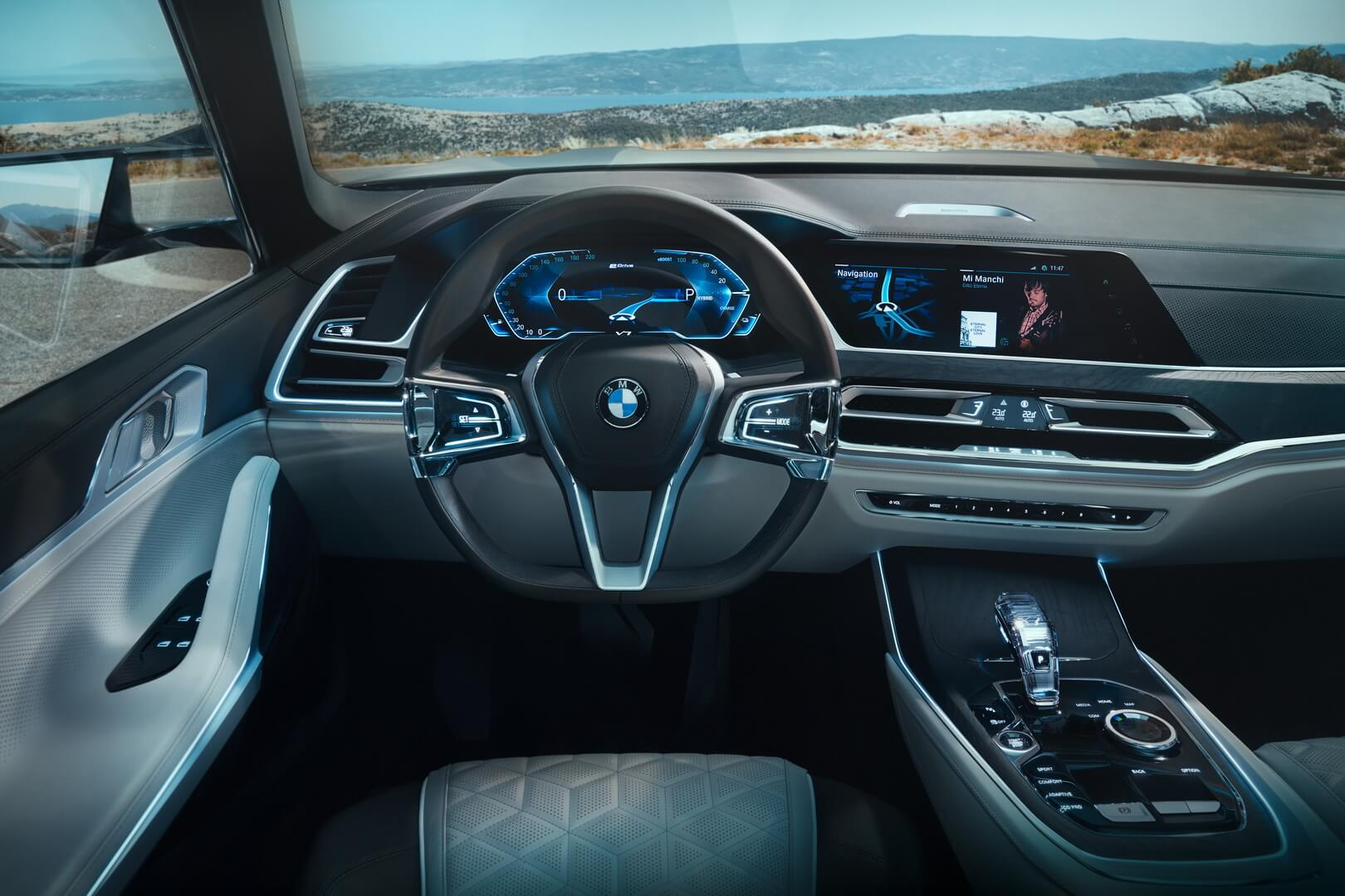 Приборная панель в BMW Concept X7iPerformance