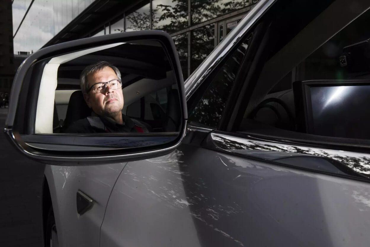 Финский таксист Ари Ньисённен в Tesla Model S
