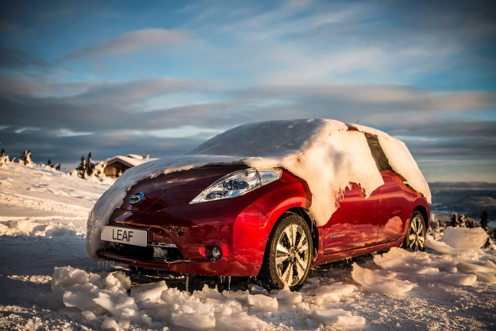 Nissan Leaf под снегом