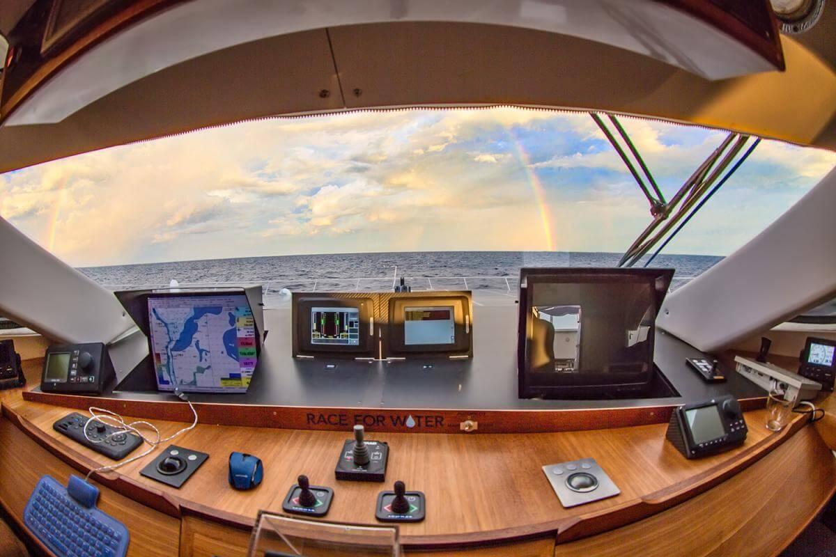 Экологически чистое судно Race for Water