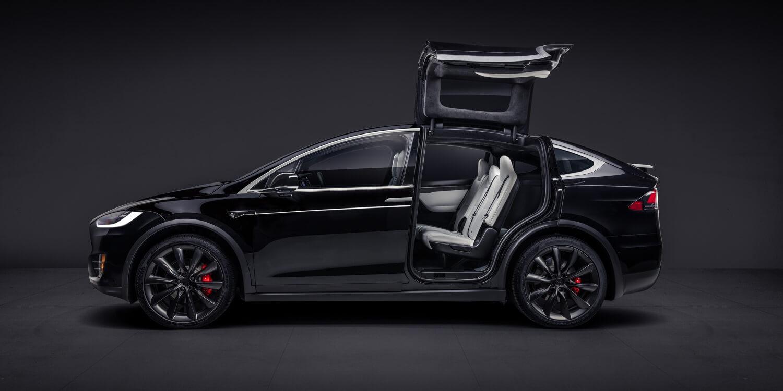 Электромобиль Tesla Model X — № 3 по продажам за сентябрь в Европе