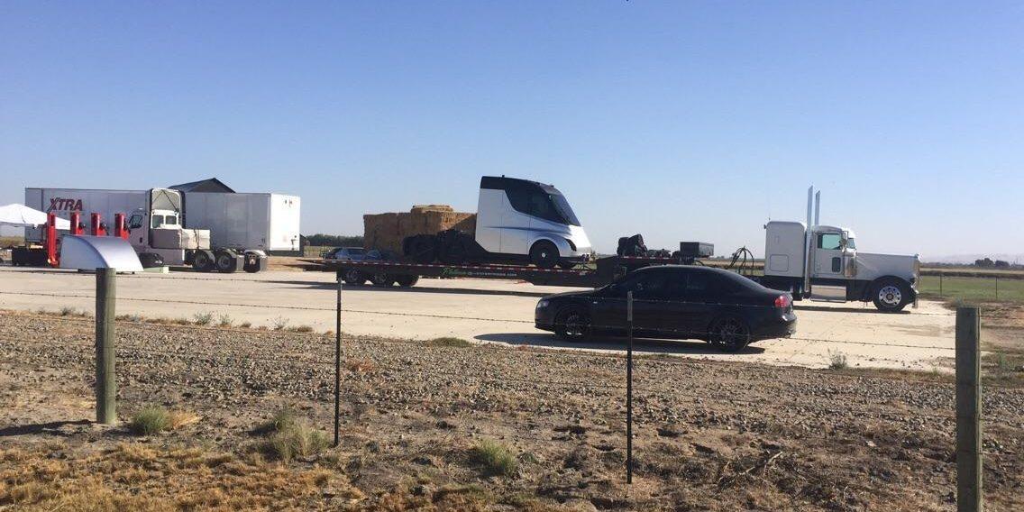 Шпионский снимок Tesla Semi на испытательном полигоне Tesla