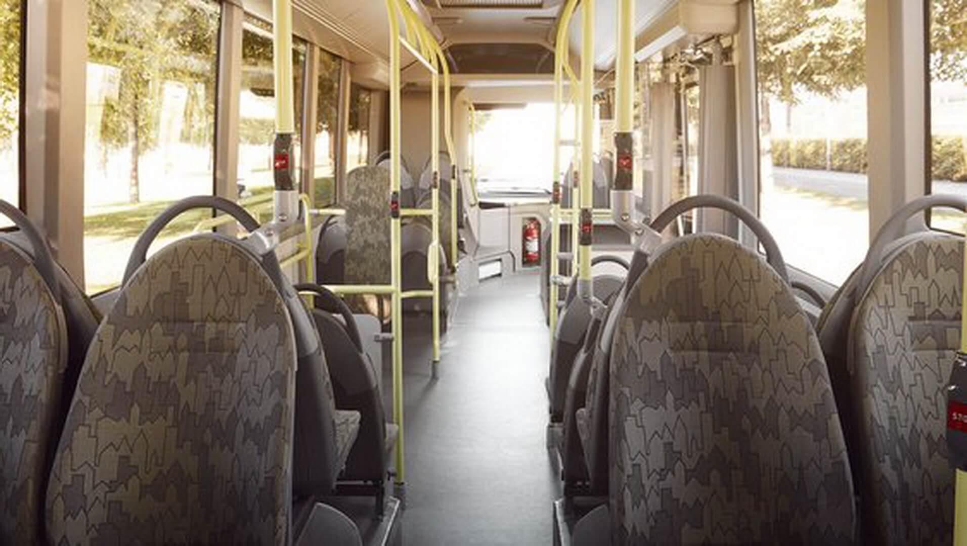 Планировка салона Volvo 7900, вмещающая 105 сидячих истоячих пассажиров