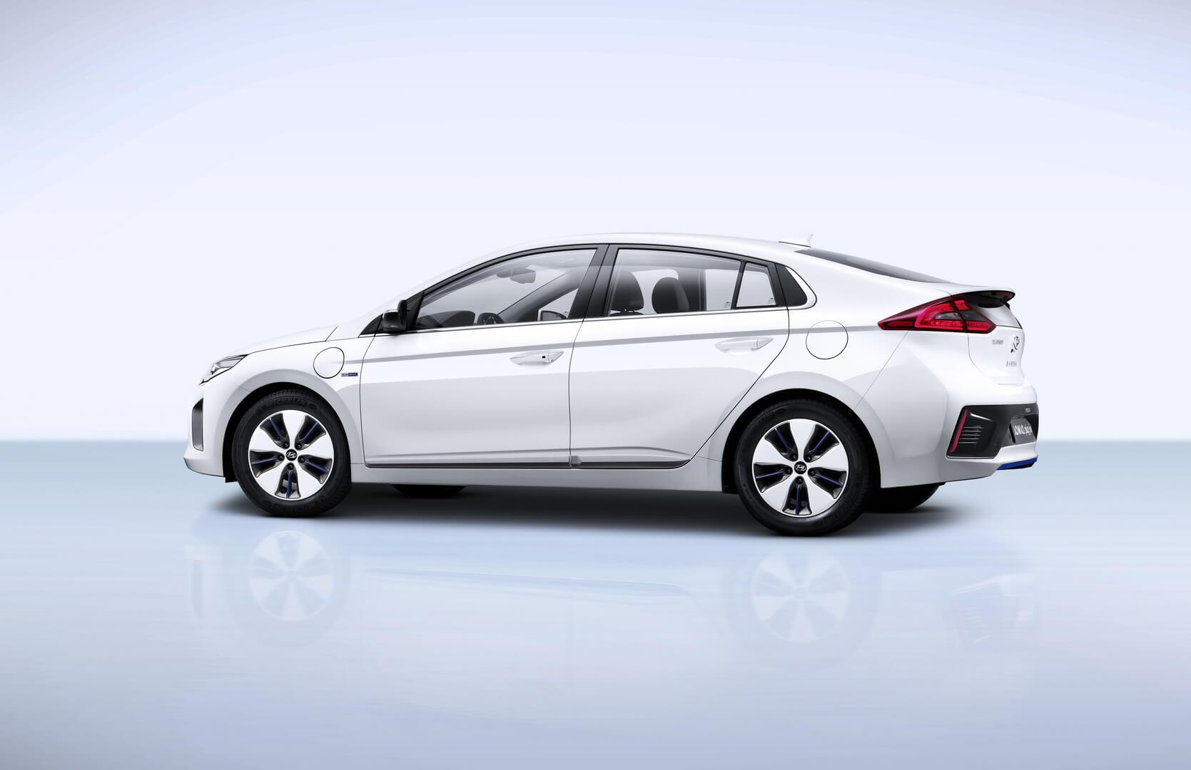 Фотография экоавто Hyundai Ioniq Plug-in Hybrid - фото 4