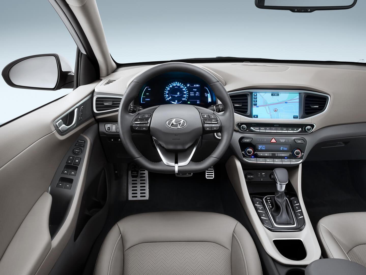Фотография экоавто Hyundai Ioniq Plug-in Hybrid - фото 15