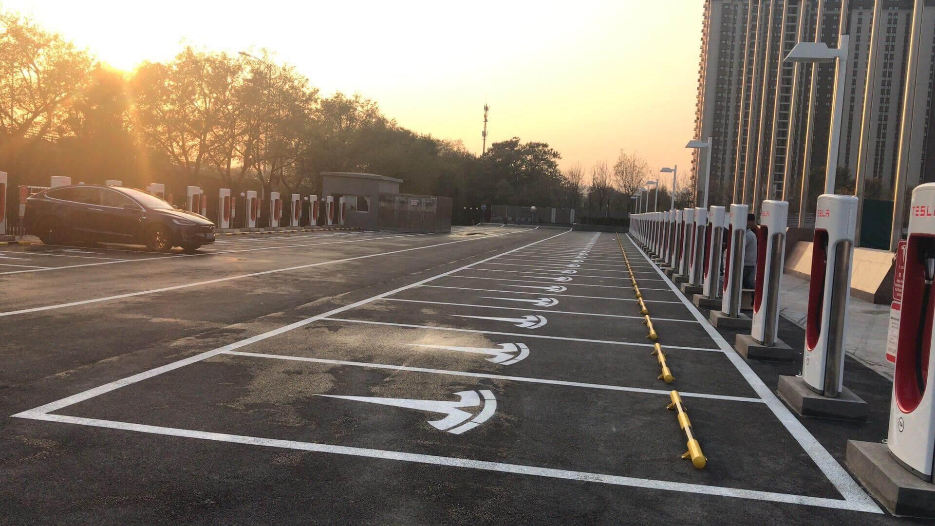 Зарядная станция Tesla Supercharger в Пекине