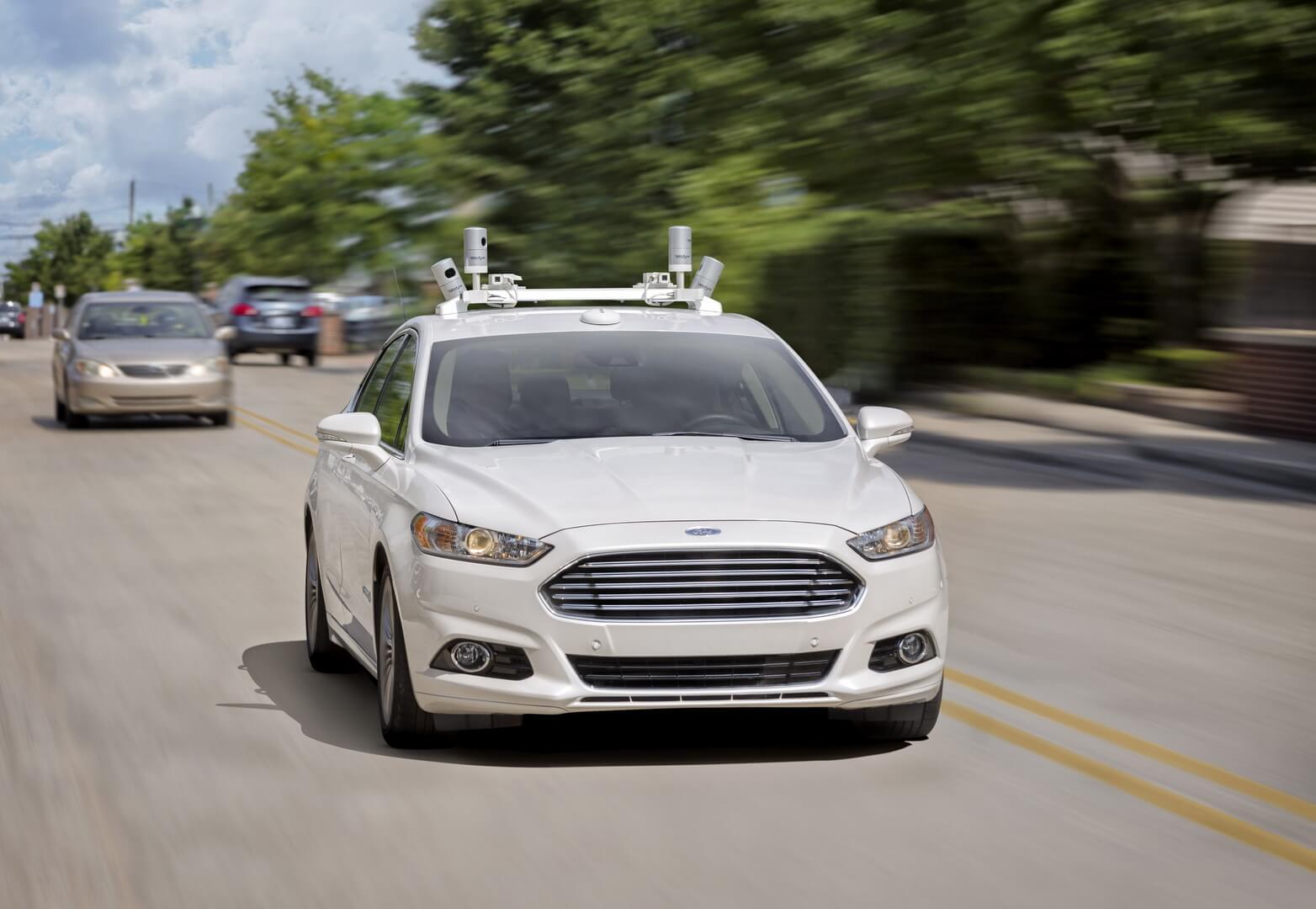 Седан Ford Fusion Hybrid с автономным управлением
