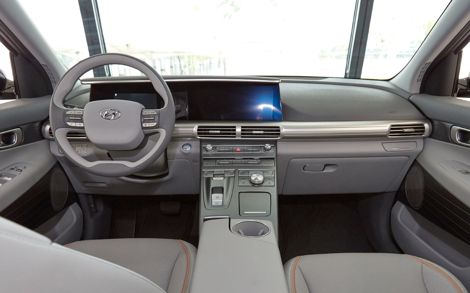 Салон внедорожника Hyundai на топливных элементах