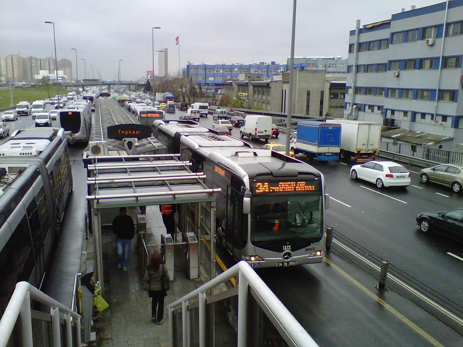 Отдельные полосы для общественного транспорта вСтамбуле