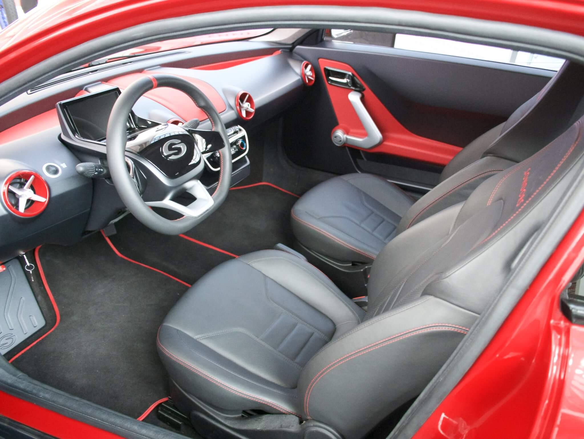 Салон трехколесного электромобиля Sondors