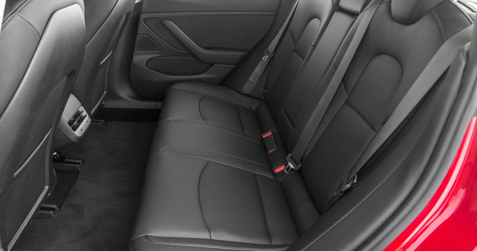 Задний ряд сидений в Tesla Model 3