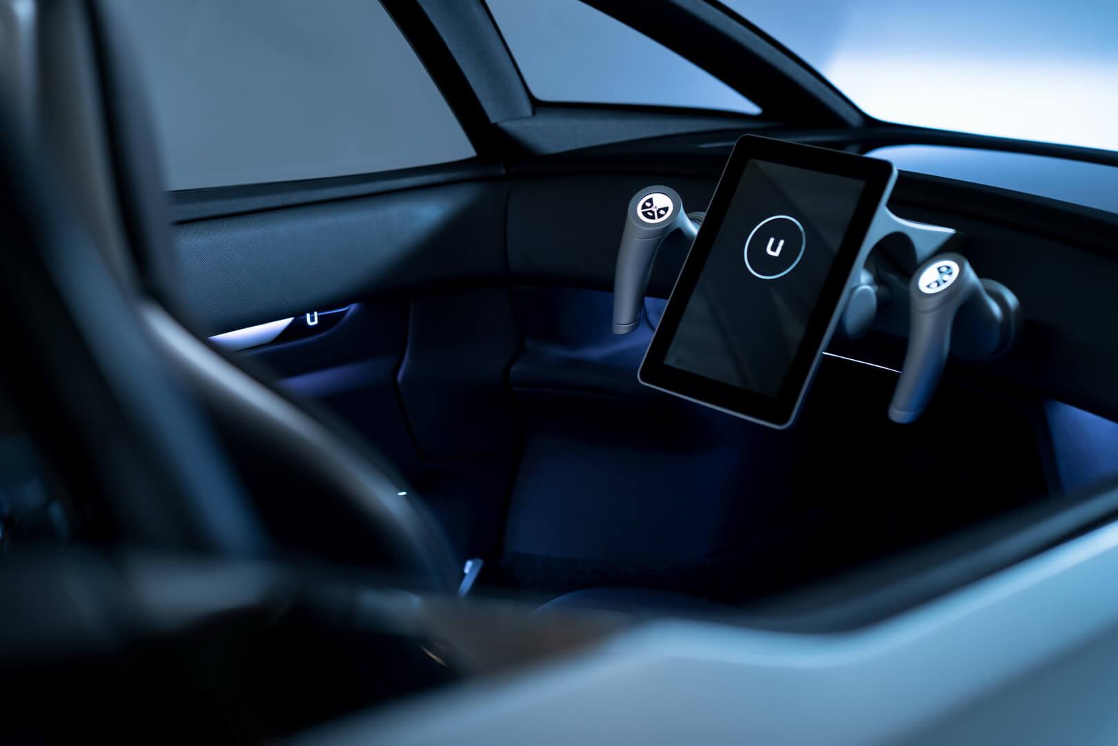 Первая вмире система управления джойстиком электромобиля Uniti One