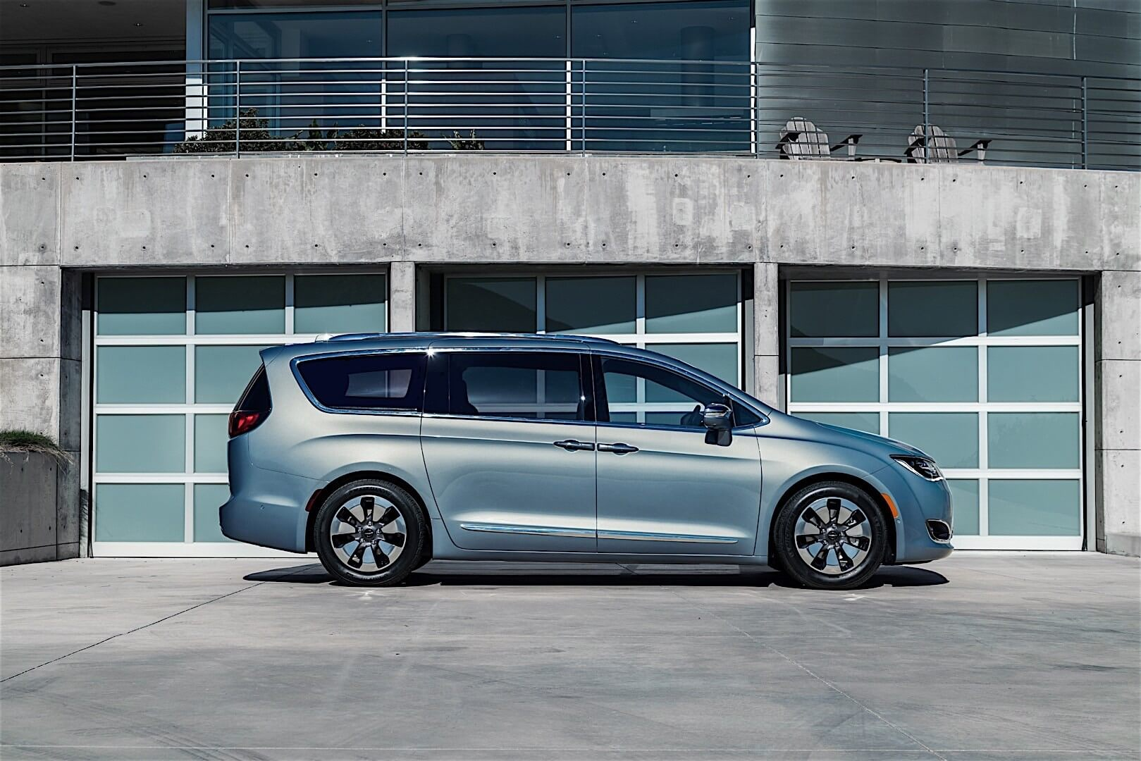Фотография экоавто Chrysler Pacifica Hybrid - фото 12