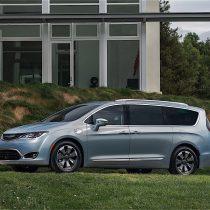Фотография экоавто Chrysler Pacifica Hybrid - фото 11