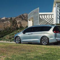 Фотография экоавто Chrysler Pacifica Hybrid - фото 10