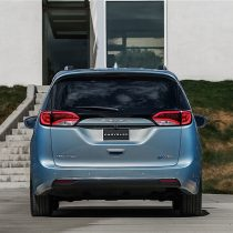 Фотография экоавто Chrysler Pacifica Hybrid - фото 3
