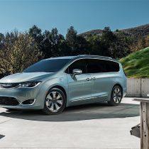 Фотография экоавто Chrysler Pacifica Hybrid - фото 4
