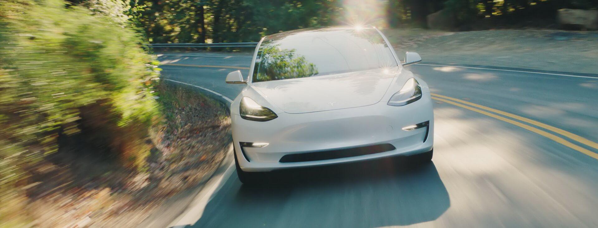 Tesla Model 3 — вид спереди