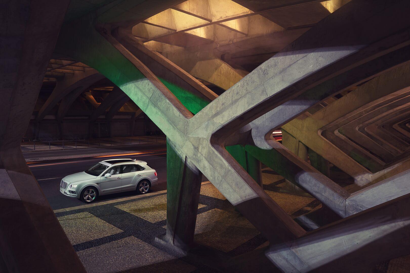 Фотография экоавто Bentley Bentayga Hybrid - фото 3