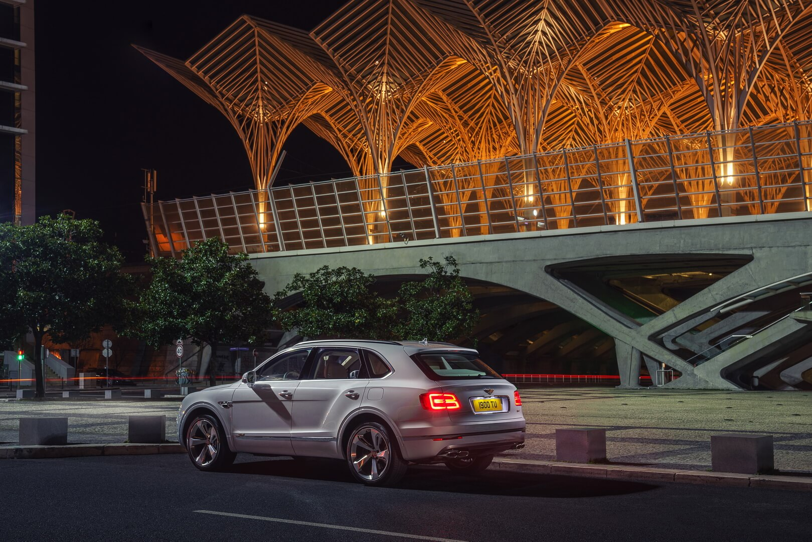 Фотография экоавто Bentley Bentayga Hybrid