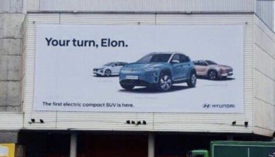 Рекламный бигборд Hyundai: «Твой ход, Илон»