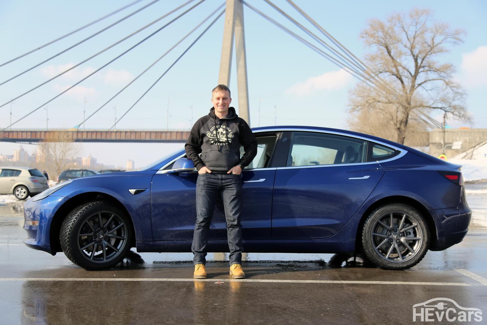 Александр Кравцов с первой в Украине Tesla Model 3
