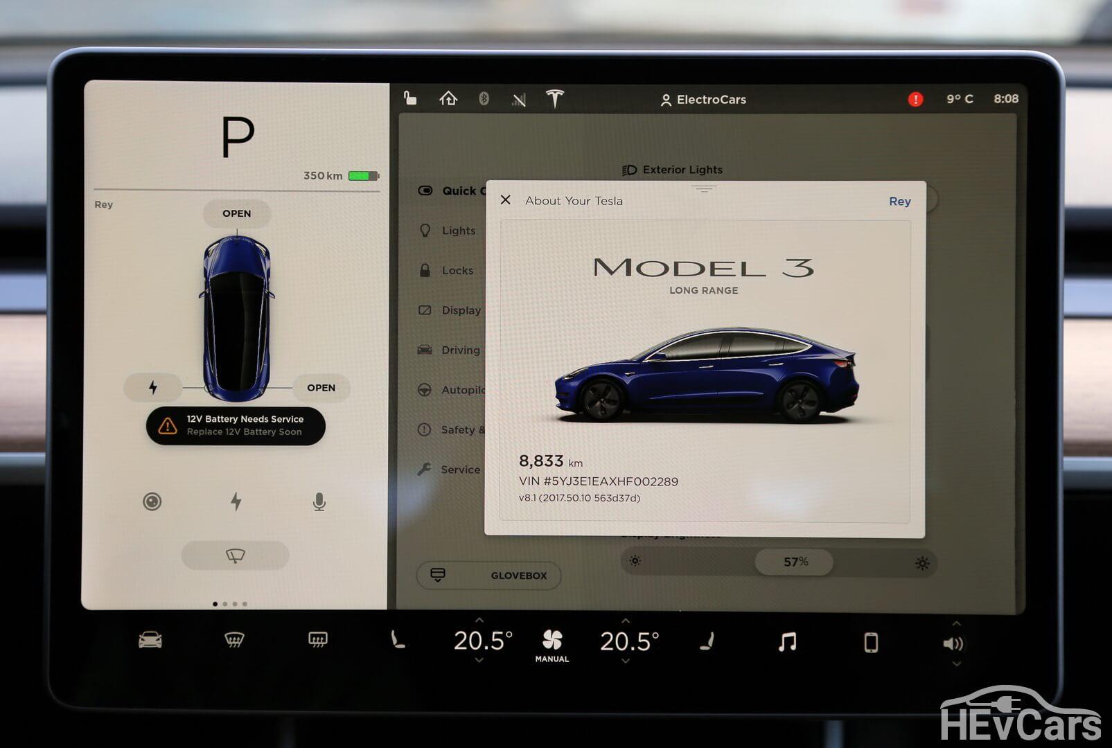 Надпись на дисплее Tesla Model 3 Long Range