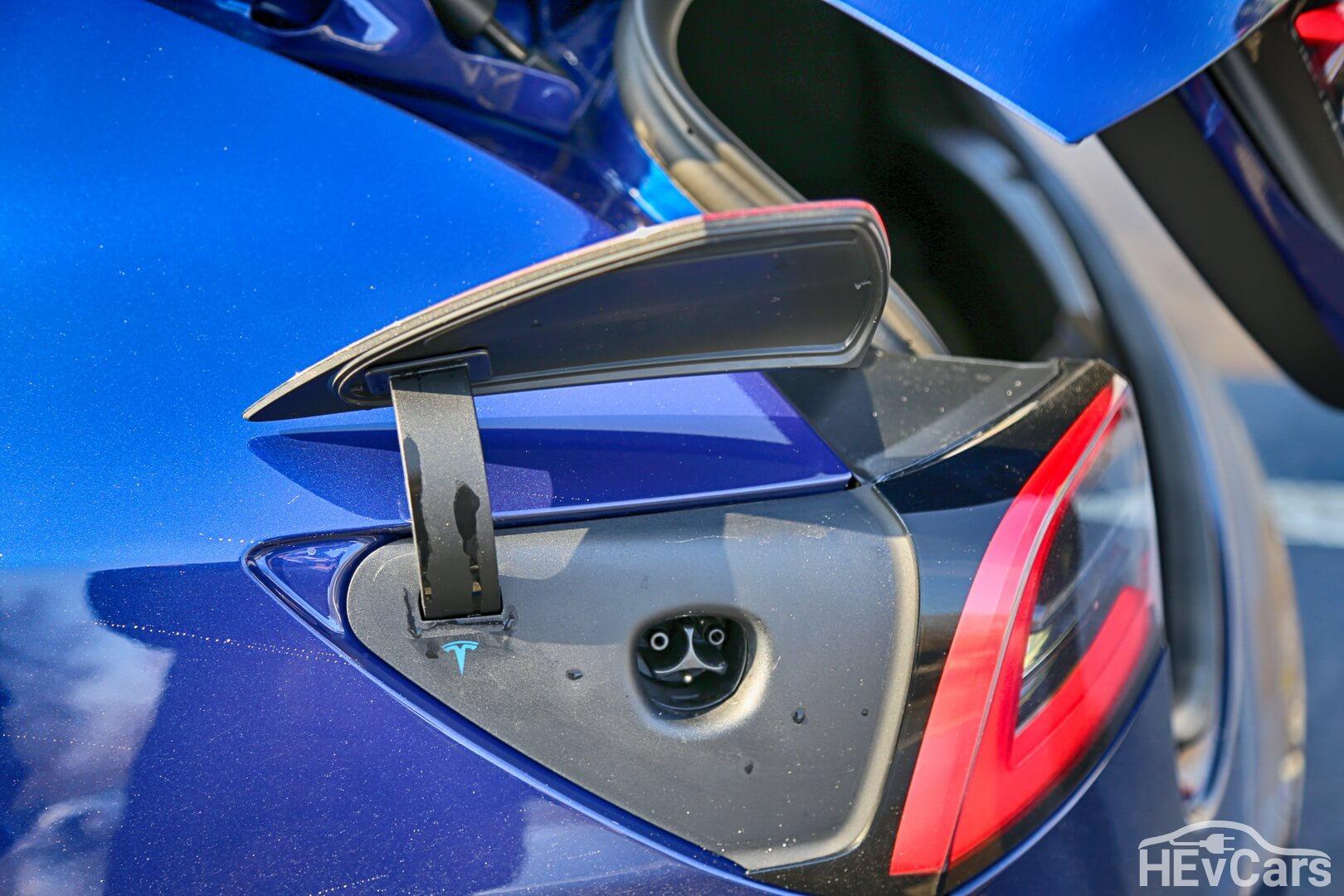 Зарядный порт Tesla Model 3