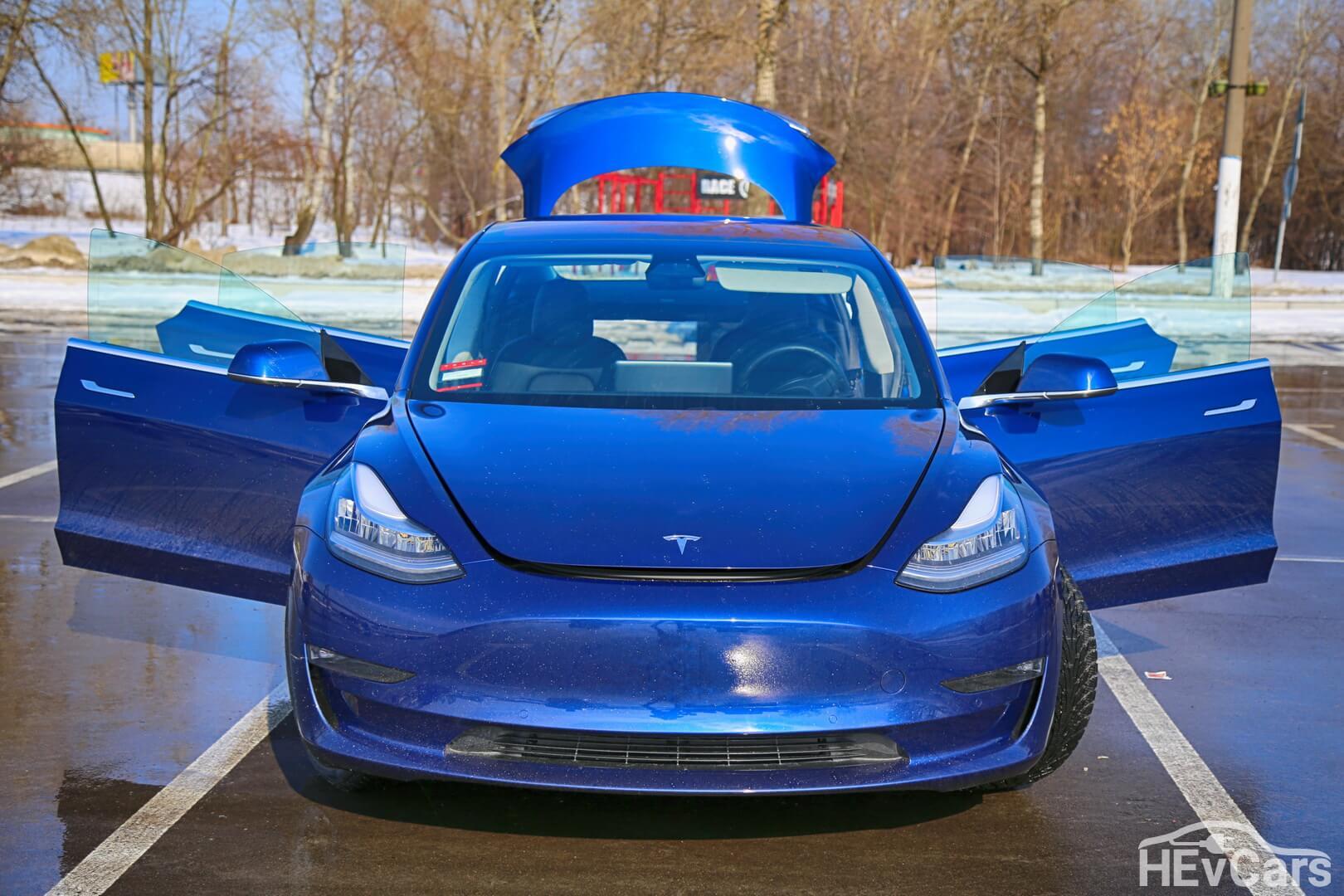 Tesla Model 3 Long Range — вид спереди