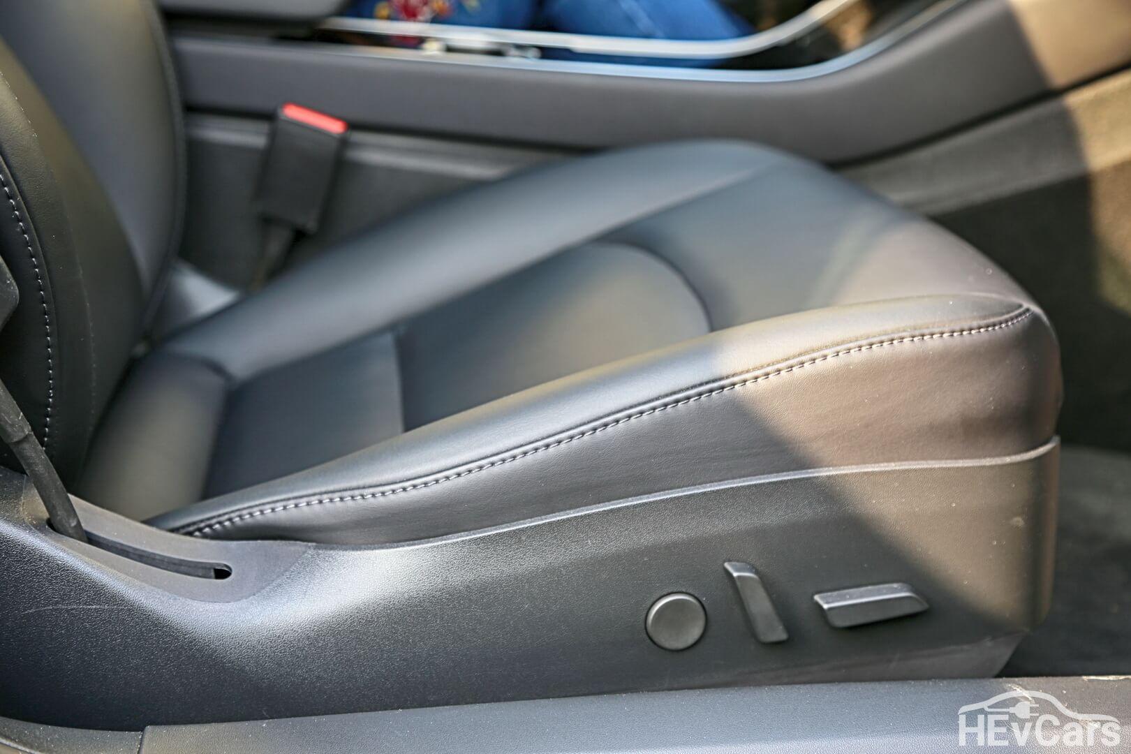 Регулировки сидений в Tesla Model 3