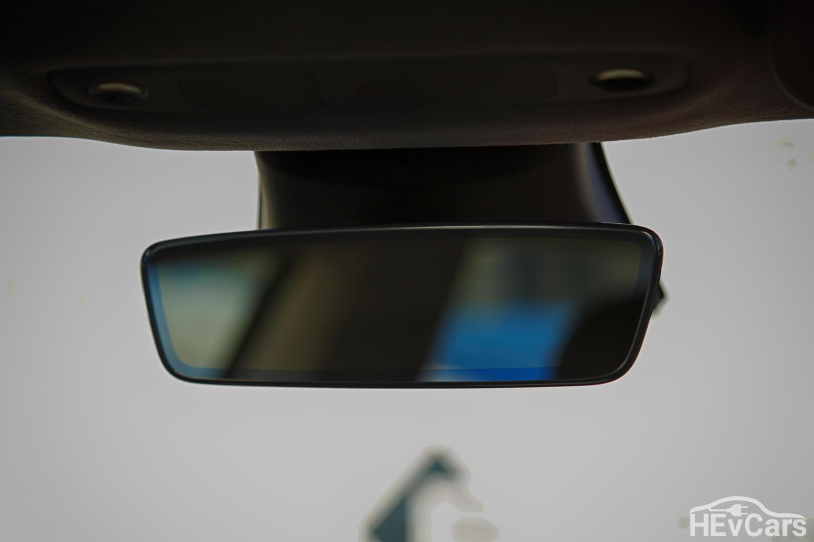 Зеркало заднего вида в Tesla Model 3
