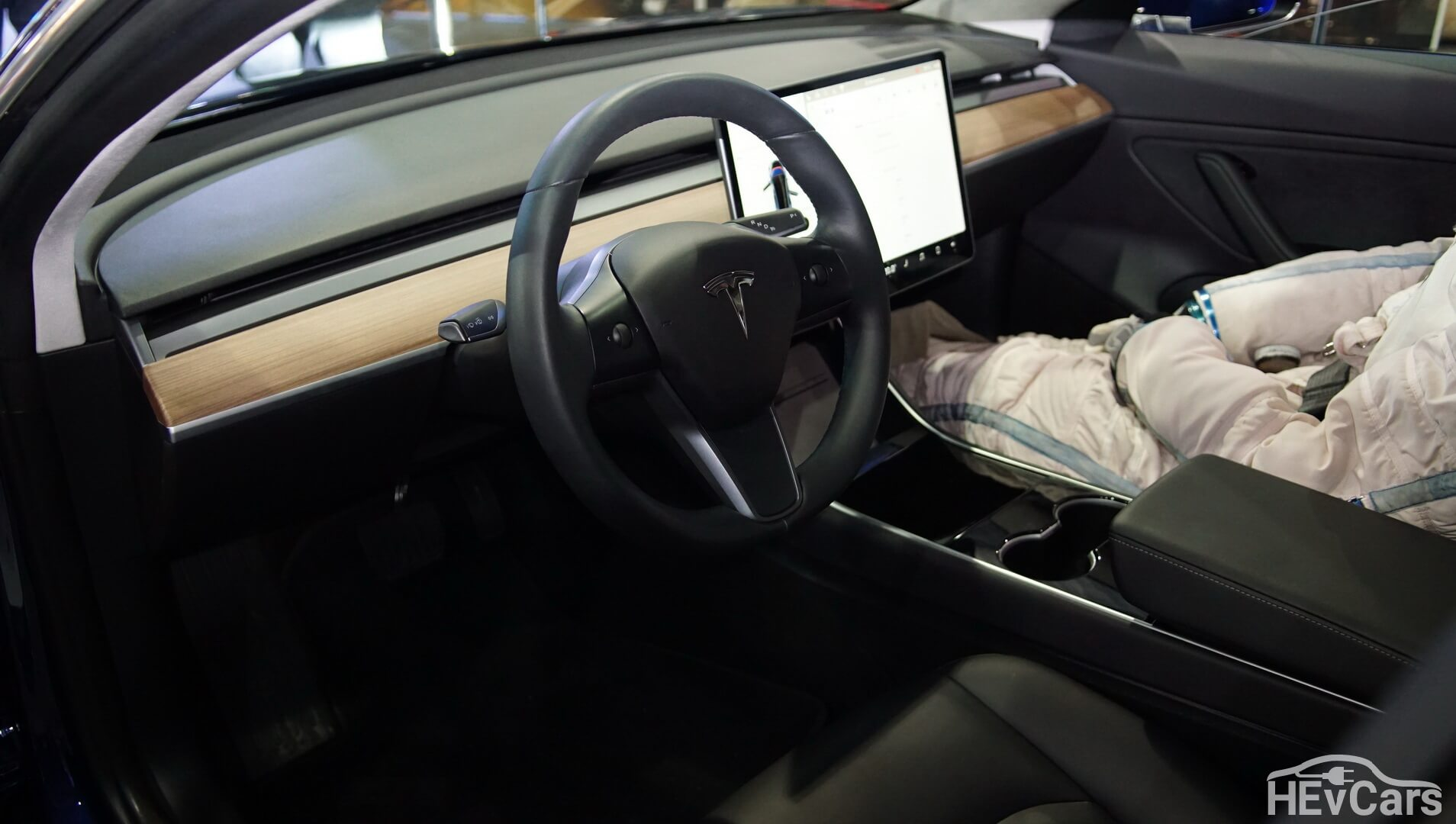 Интерьер Tesla Model 3 — фото 2