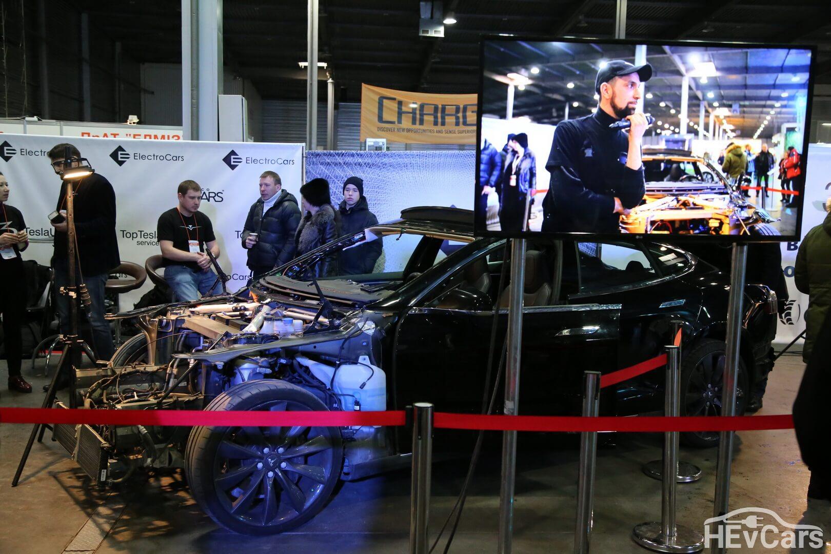 Tesla Model S 85 в розібраному вигляді на виставці Plug-in Ukraine 2018