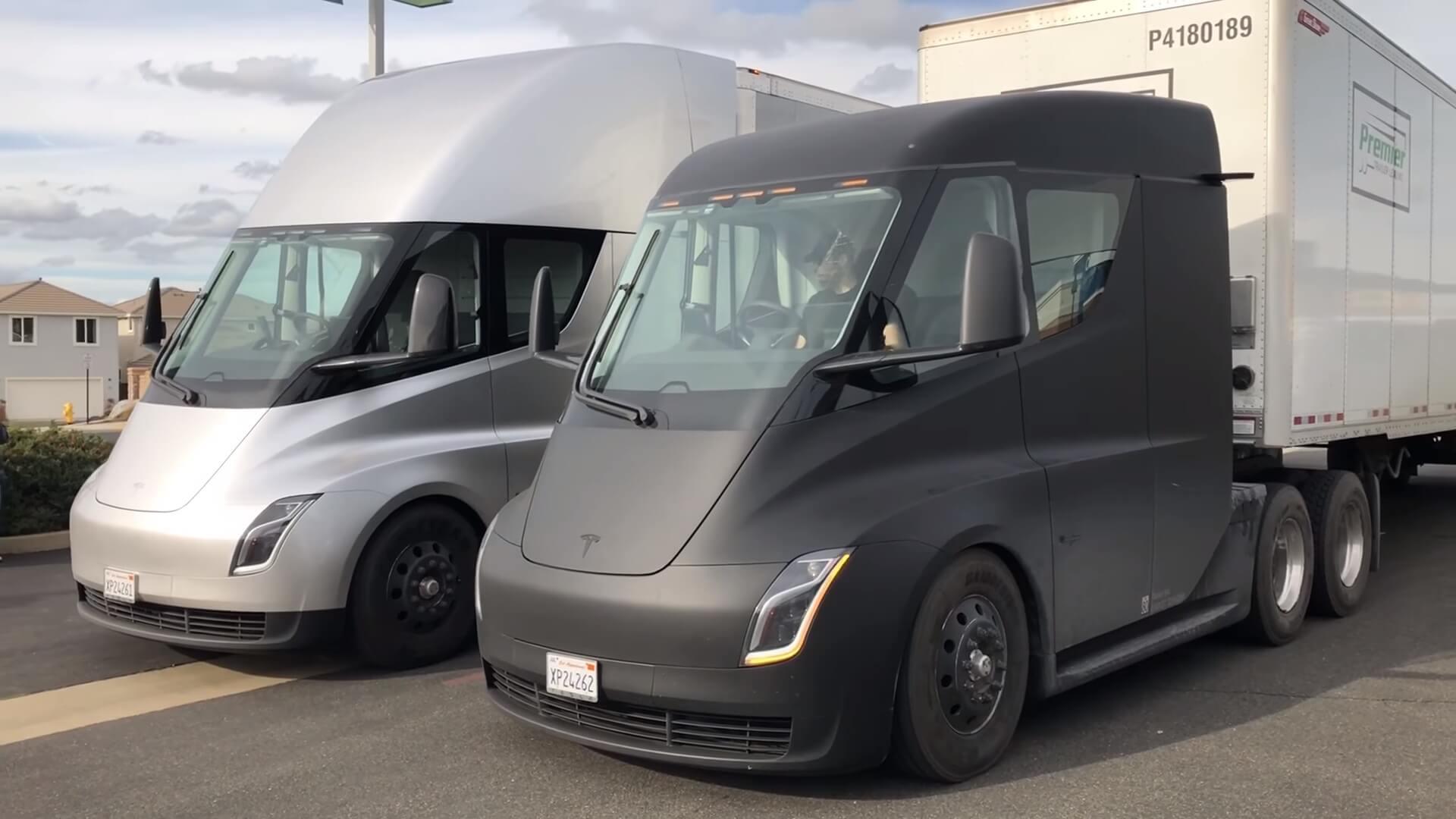 Tesla Semi при перевозке аккумуляторов с завода Gigafactory 1 на завод во Фримонте