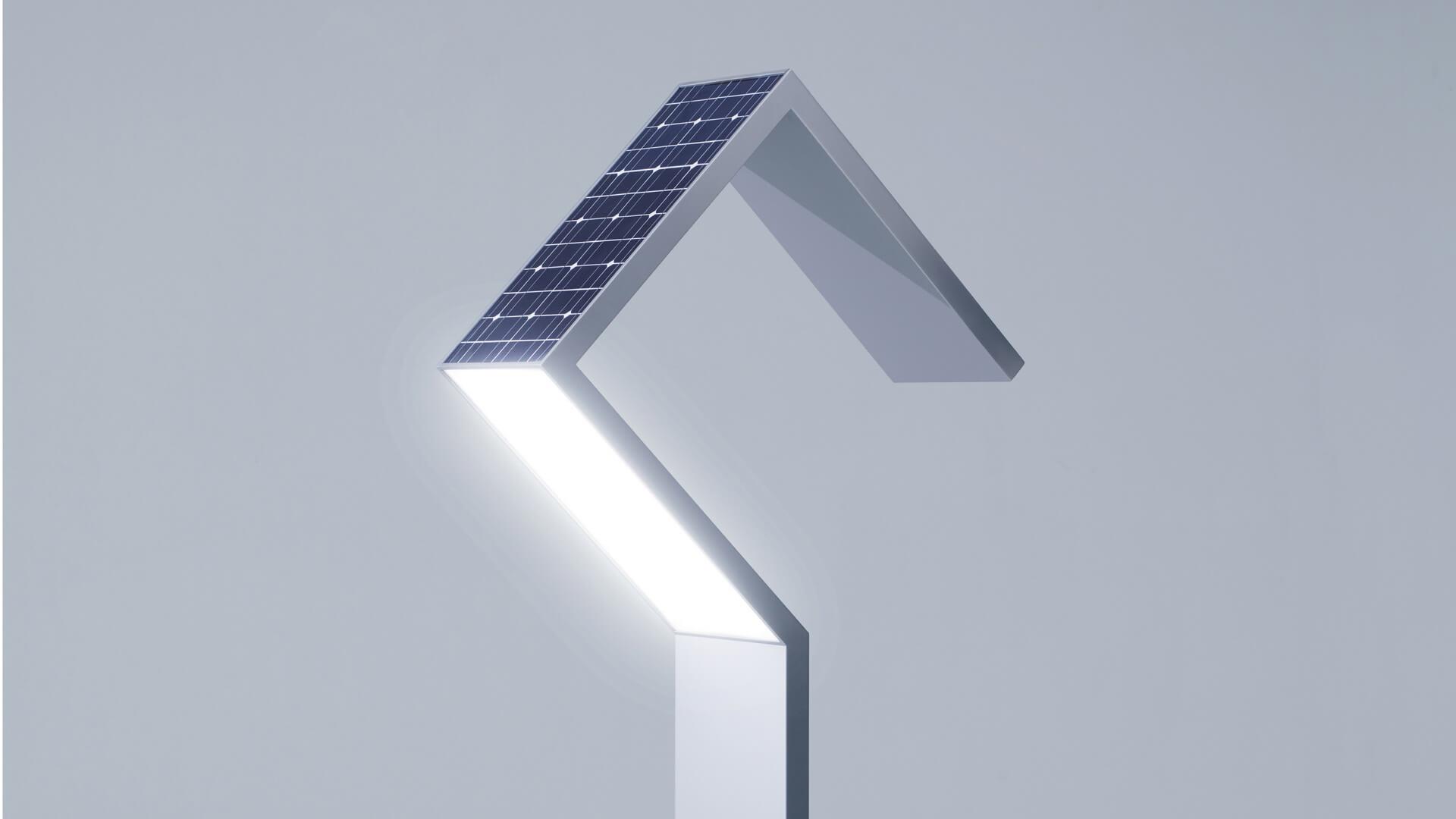 Уличный фонарь с солнечными панелями