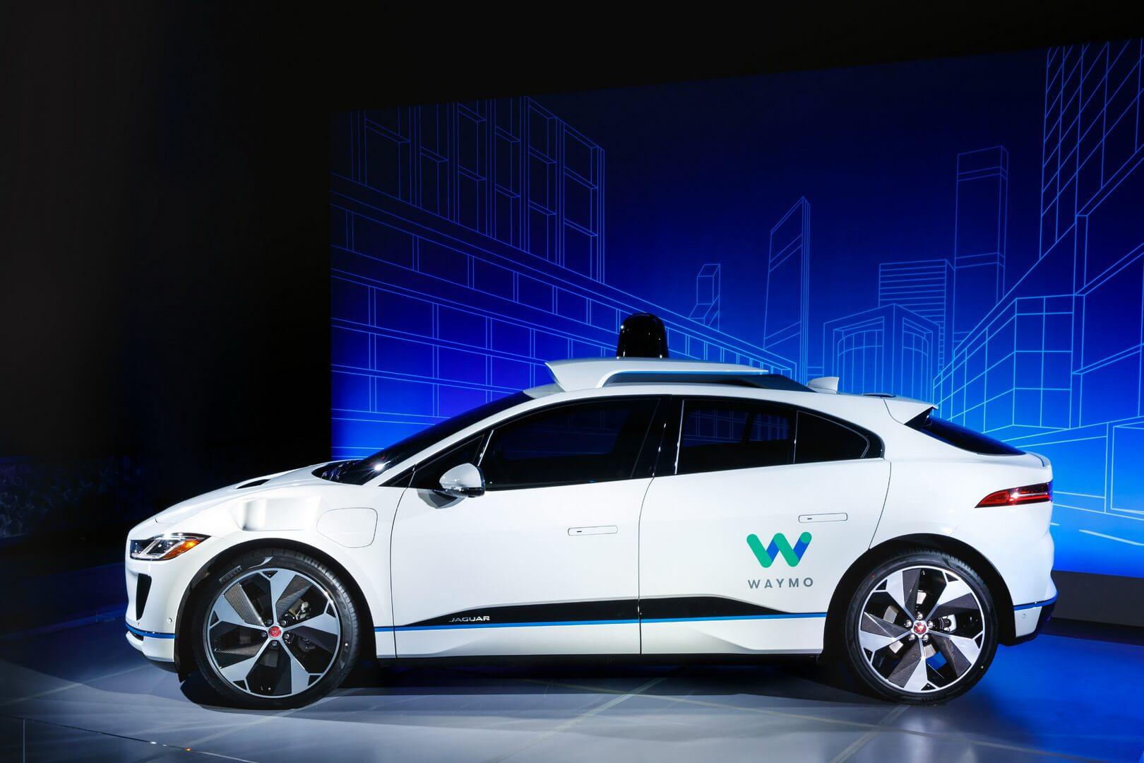 Беспилотный электромобиль премиум-класса Jaguar I-Pace от Jaguar Land Rover и Waymo