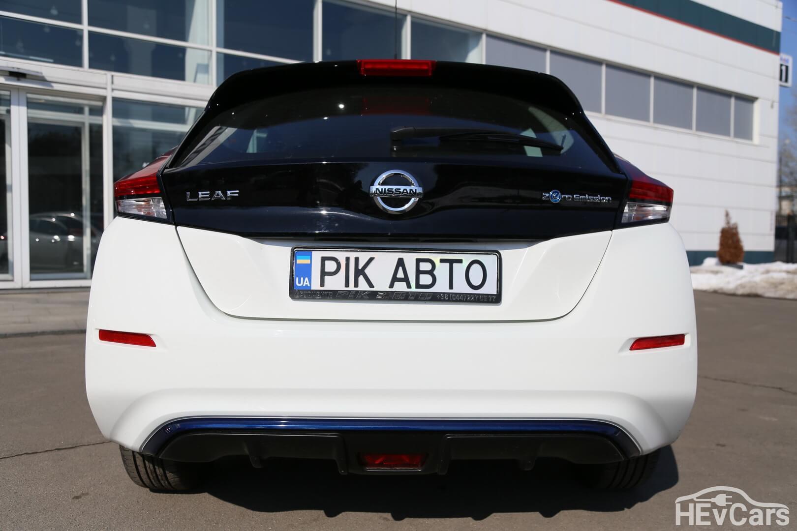 Nissan Leaf второго поколения — вид сзади