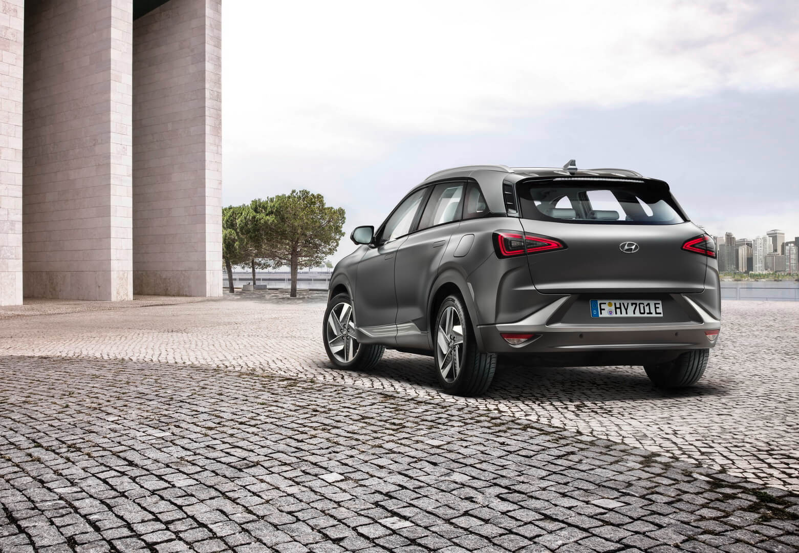 Hyundai NEXO — вид сзади